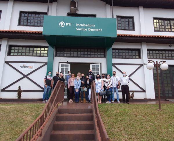 Registro dos participantes do workshop em frente a Incubadora Santos Dumont Sede Marechal Cândido Rondon